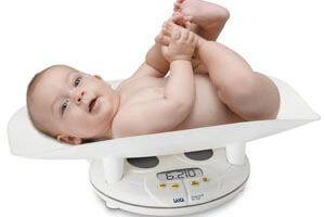 тегло на бебето по месеци за момче ли момиче