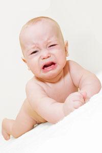 защо бебето плаче