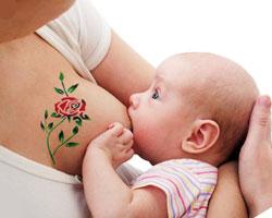 татуировка по време на кърмене