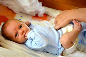 слуз в изпражненията на бебе