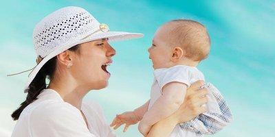 с бебе на море
