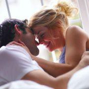мъж и жена правят секс по време на бременност