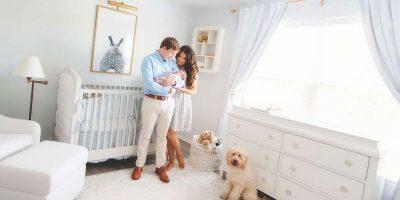 мъж и жена с новородено бебе